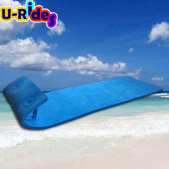 mousse flottante glissoire d eau tapis