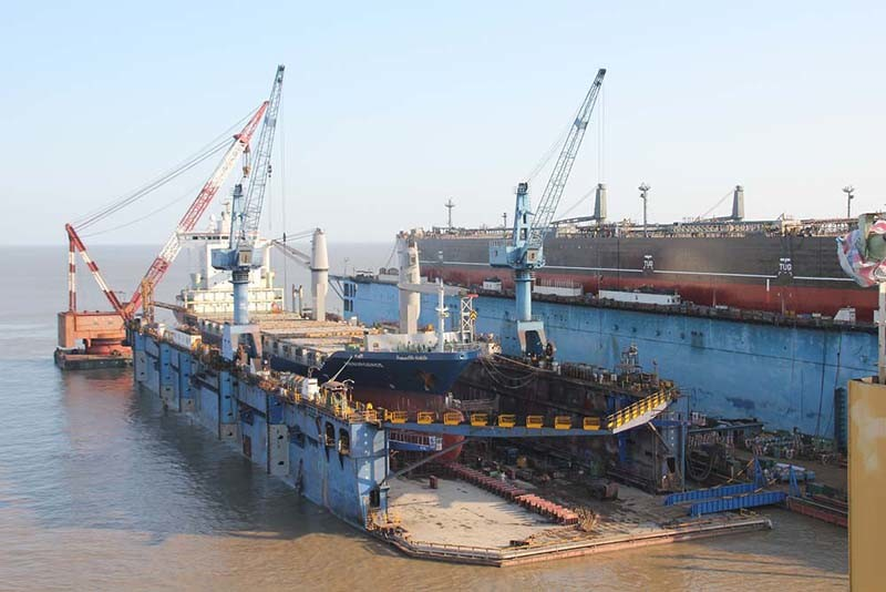 China 16000 Tlc Floating Dry Dock for Sale - China Non Propeller. Floating Dock