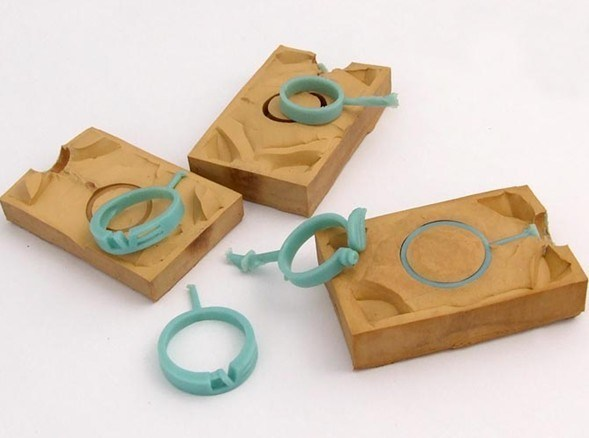 https://i0.wp.com/image.made-in-china.com/2f0j00PCeQhidRZlkc/Jewelry-Rubber-Mold-Silicone-Mould-ST002-.jpg