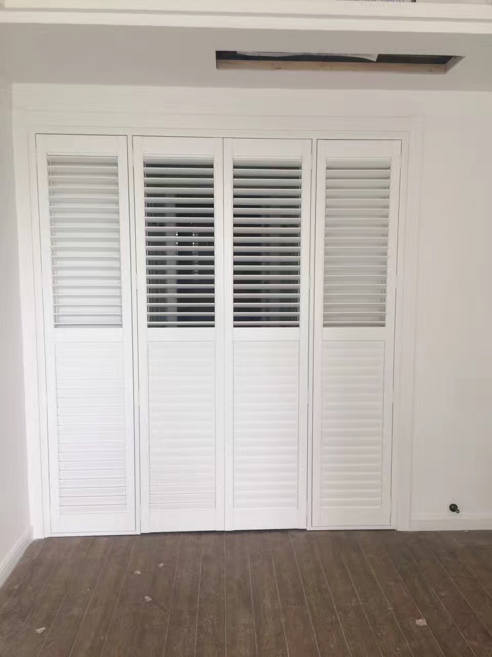 Hot Item 2018 Indoor White Painted Wood Wooden Plantation Shutters