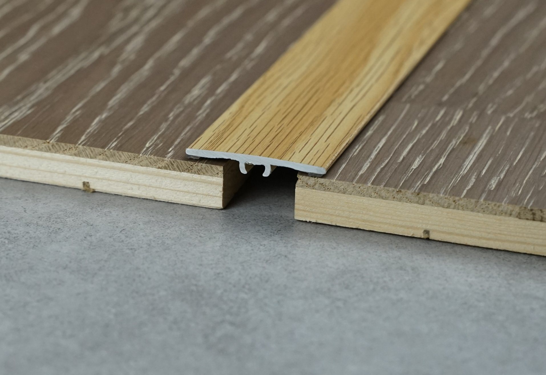 hot item aluminium strips metal edged trim t shaped floor transition bronze metal tile trim