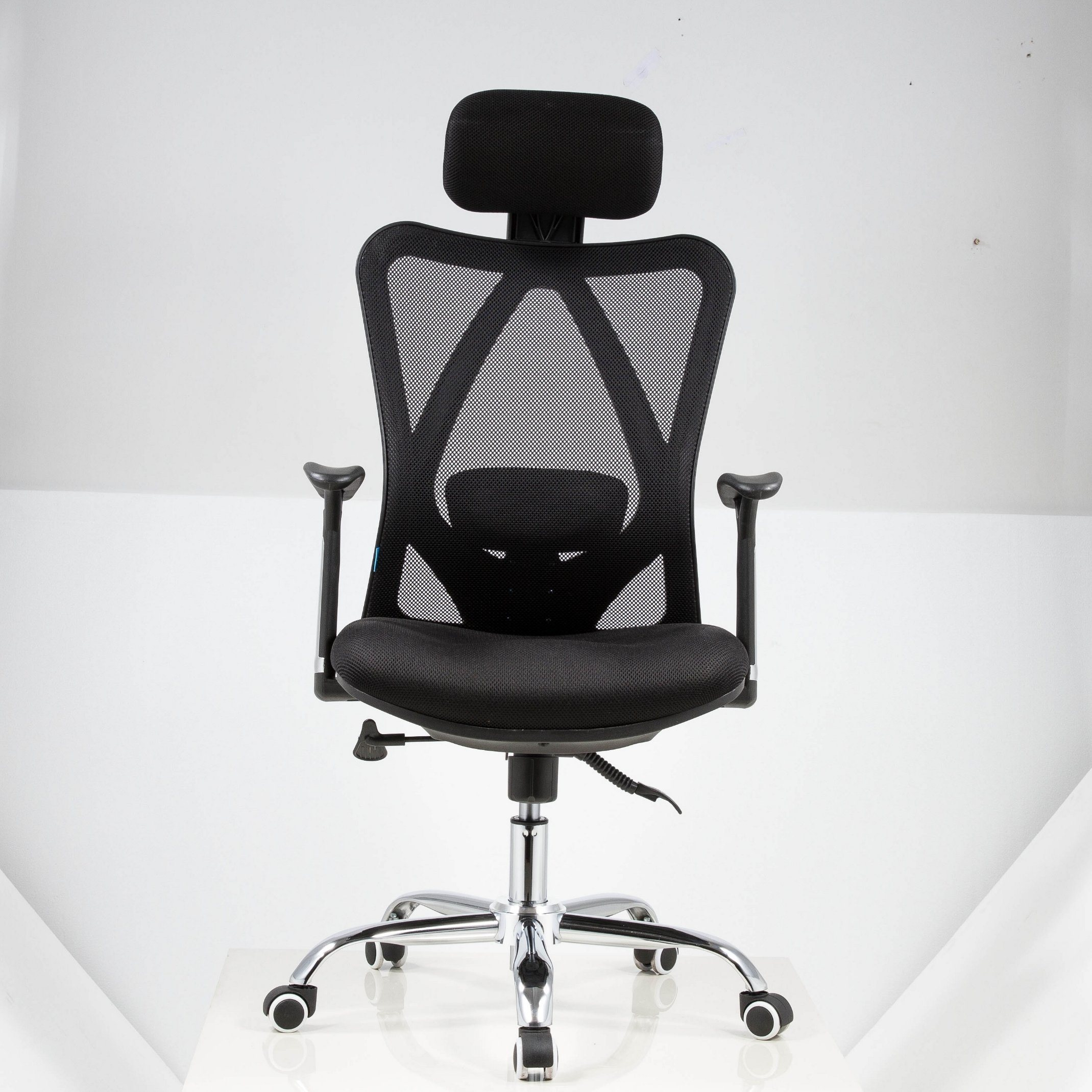 China Upholstered Comfy Computer Mesh Office Desk Chair China Adjustable Chair Executive Chair
