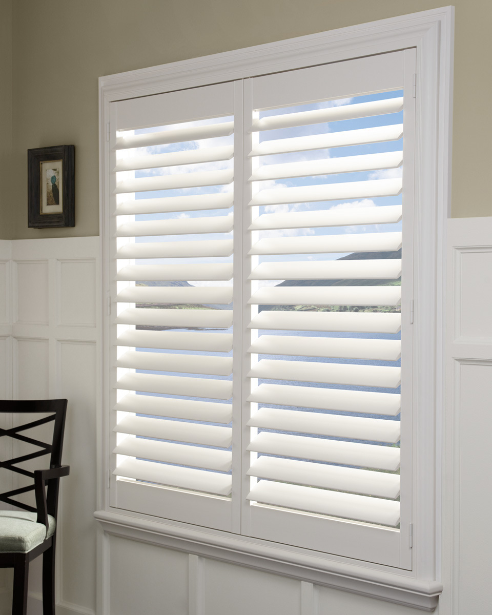 Hot Item White Wood Shutter Louver Hardwood Plantation Shutters From China