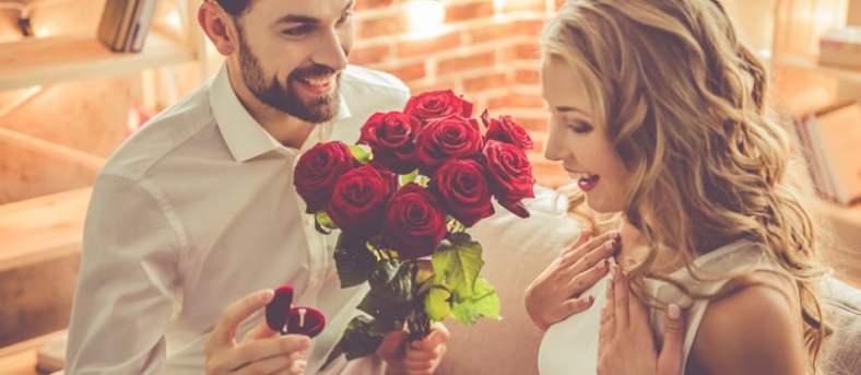 Man proposing to a beautiful woman