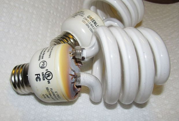 Dangers Mercury Light Bulbs