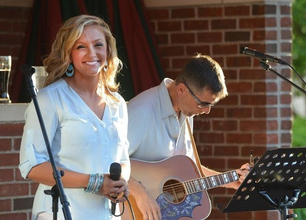 ABC40 Reporter Brittany Decker Sings At Unos Summer Courtyard In Springfield Photos And Video