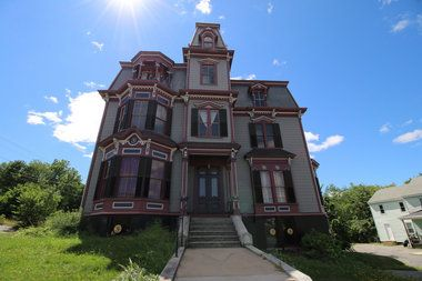 Tour The SK Pierce Haunted Mansion In Gardner Where