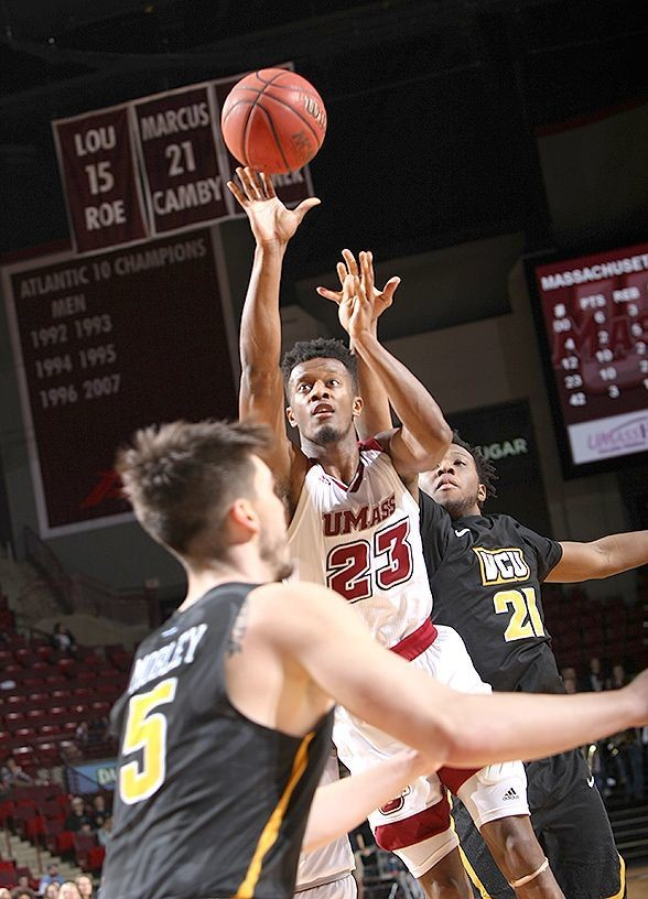 UMass Mens Basketball CJ Anderson Hold Off La Salle In Opening Round Of A 10 Tournament