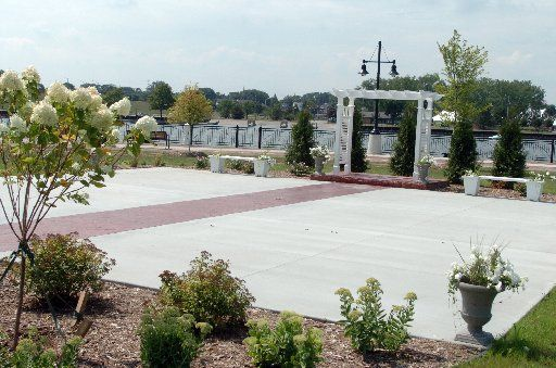 Doubletree hotel and conference center in Bay City looks to increase business with wedding patio | MLive.com