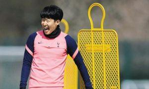다시 웃고있는 손흥 민, '인종 차별'을 넘어 한 EPL 시즌 최다 득점