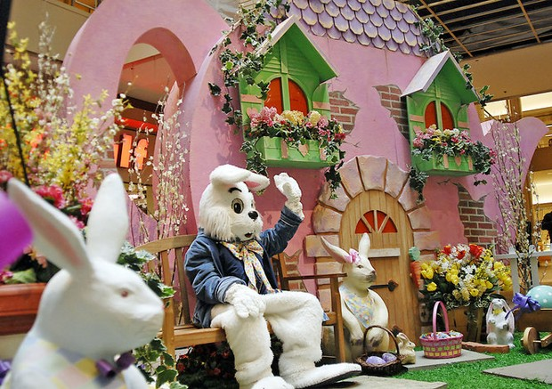 NJ mall Easter Bunny fight started after child slipped