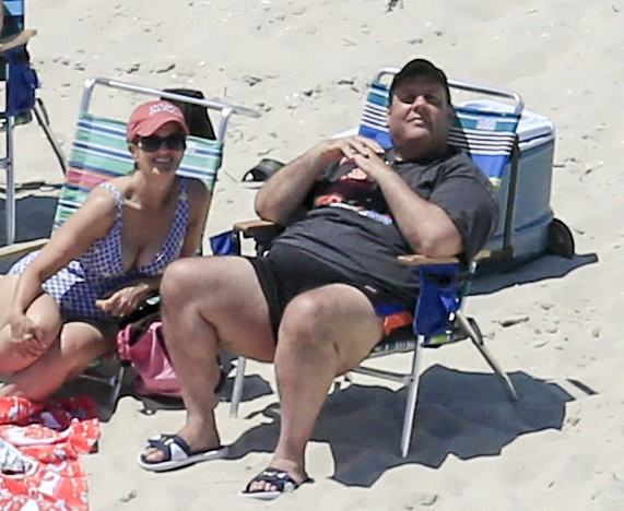 Christie scorched by national criticism for visit to