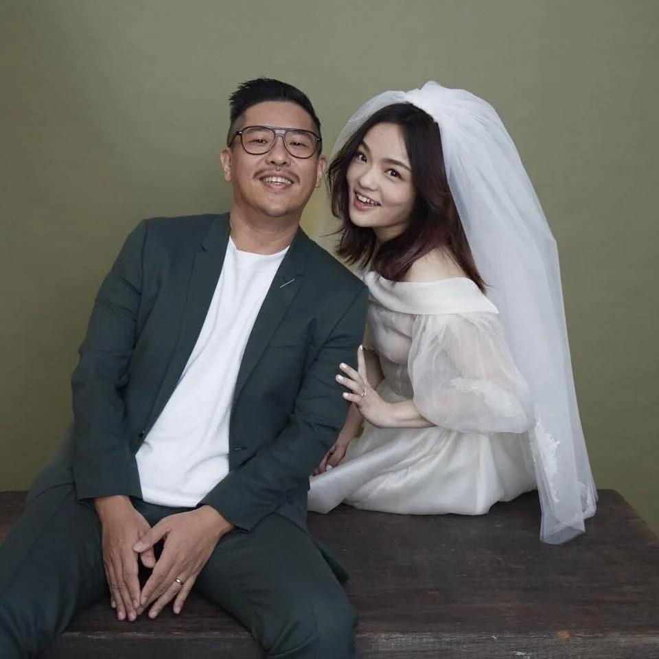 徐佳瑩簡約甜蜜婚紗照!更自爆十幾歲時的婚紗全家福,提供你精心設計的手工自助婚紗禮服,除了婚紗攝影,寶寶照攝影第一品牌/華納婚紗精品概念館