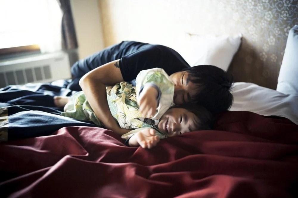 日本血癌攝影師剩3年命 用照片紀錄2歲半兒子日常!辦攝影展/出寫真集作最後禮物   HolidaySmart 假期日常
