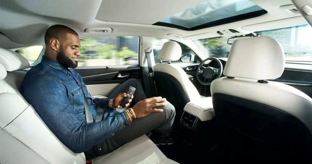 「隱形司機」-宣傳自動駕駛汽車技術,勒邦占士親身上陣! | MENELECT