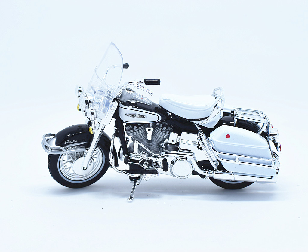 hight resolution of 1 18 maisto harley davidson 1966 flh electra glide motorcycle model toy white