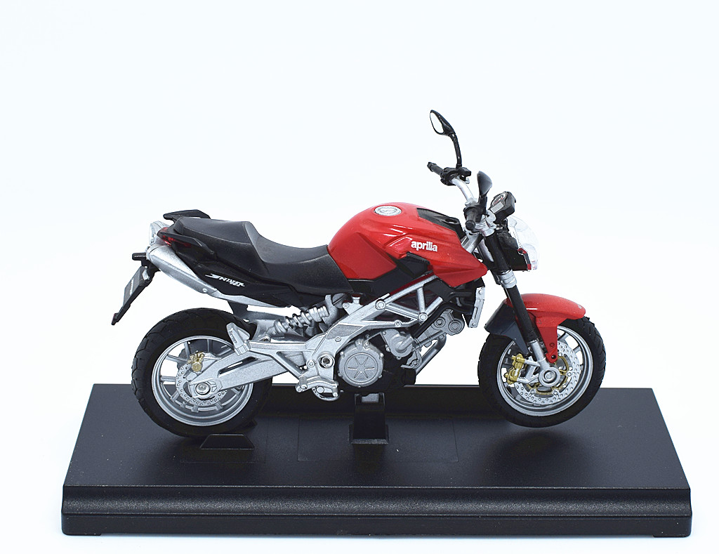 hight resolution of 1 18 welly aprilia shiver 750 motorcycle bike model red new in box