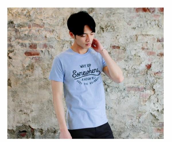 Tシャツ メンズ「WAY UP Somewhere」ホワイト D柄
