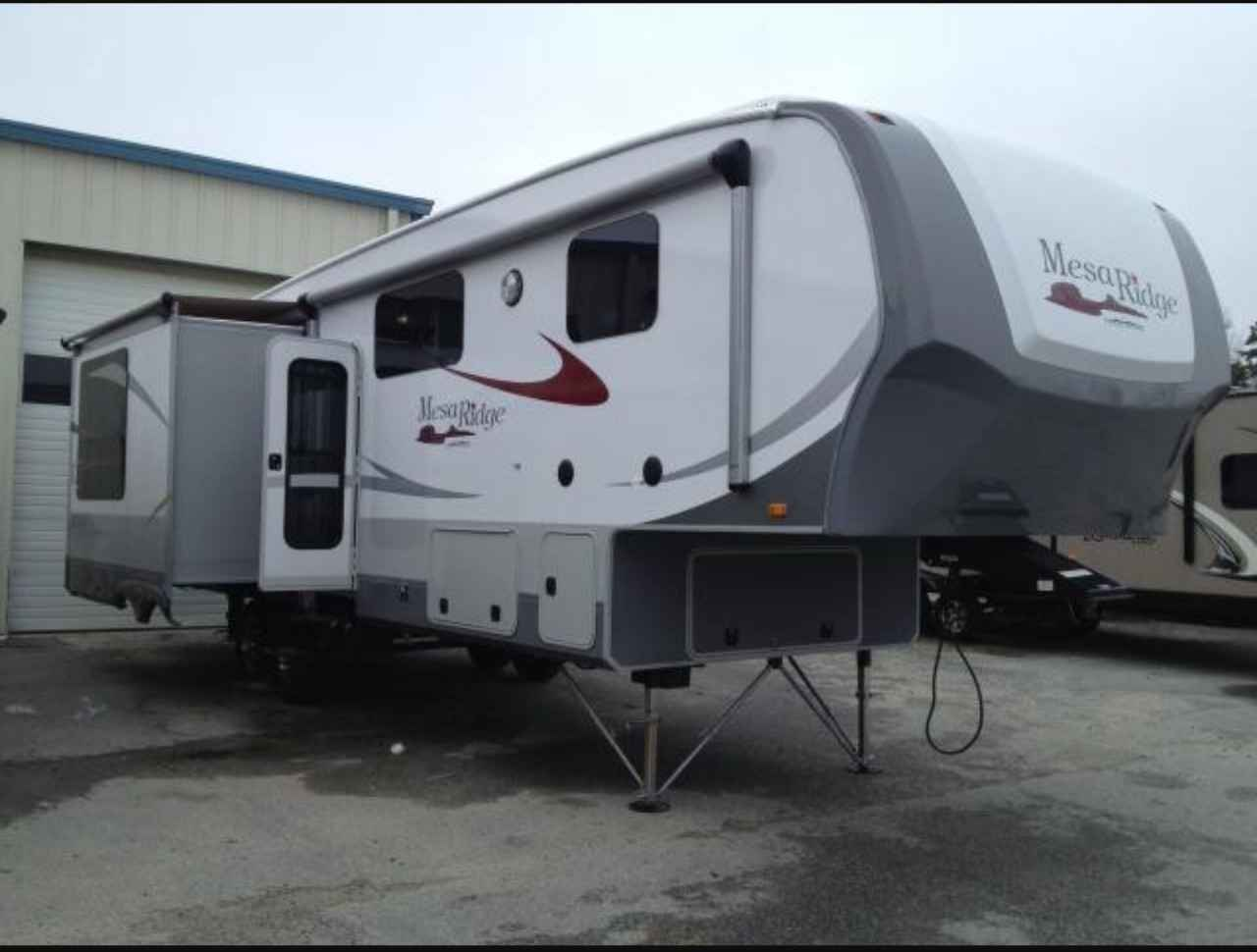 2013 Used Open Range MESA RIDGE 337RLS Fifth Wheel in