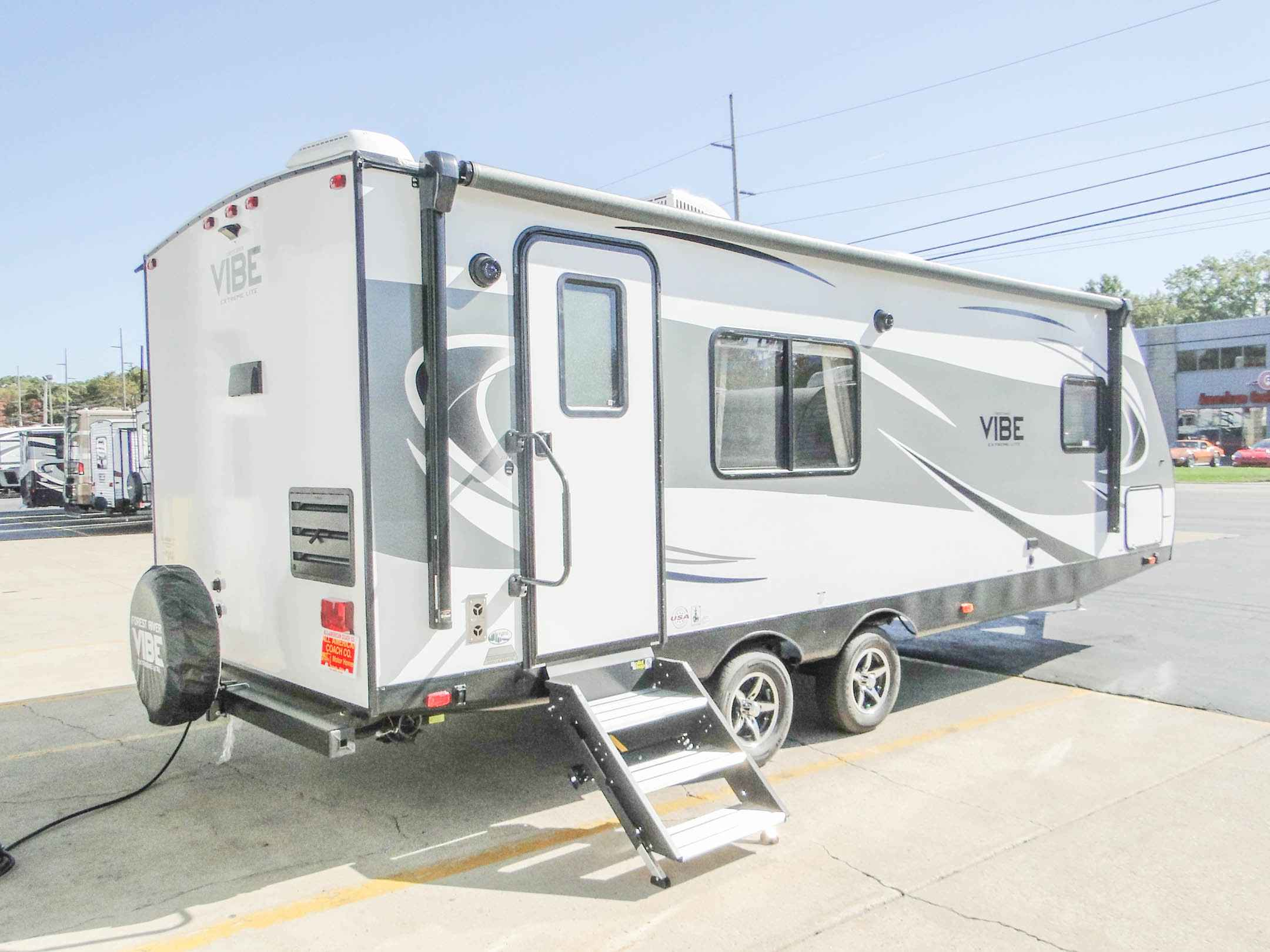 travel trailers with rear kitchen rustic table and chairs 2018 new forest river vibe extreme lite 258rks