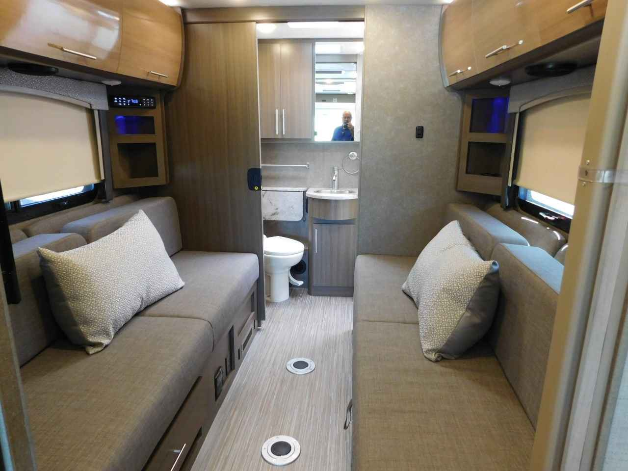 twin sofa bed leather with large sleeping area 2018 new thor motor coach vegas 25.5 slide out twin/king ...