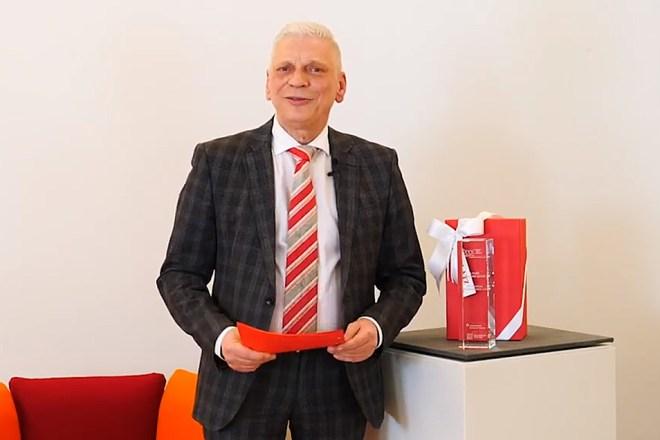 Andreas Rieger, Sprecher der Sparkasse, im Studio: Gratulation mit Herz aber ohne Publikum.