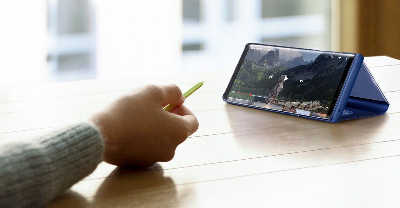 Rysik S Pen w smartfonie Samsung Galaxy Note 9 pozwala na przewijanie klipów wideo oglądanych na ekranie telefonu