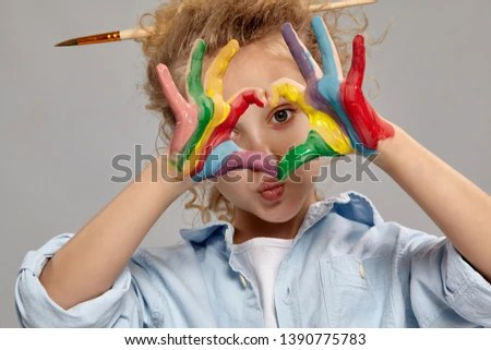 a child hand pose