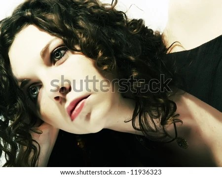 a portrait about an attractive lady with white skin and long brown wavy hair who wears a nice
