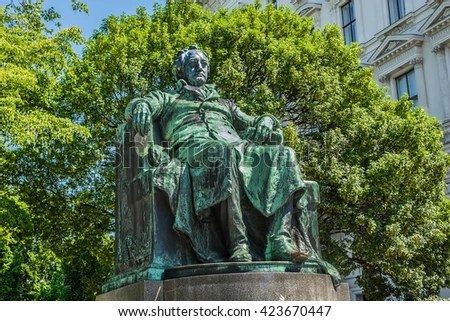 https://i0.wp.com/image.shutterstock.com/display_pic_with_logo/677095/423670447/stock-photo-statue-of-the-famous-german-writer-johann-wolfgang-von-goethe-designed-by-edmund-hellmer-423670447.jpg