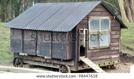 https://i0.wp.com/image.shutterstock.com/display_pic_with_logo/952678/98447618/stock-photo-old-hen-house-on-wheels-98447618.jpg