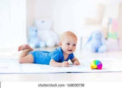 crawling baby images stock