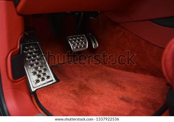 https www shutterstock com fr image photo red carpet floor mats luxury car 1337922536