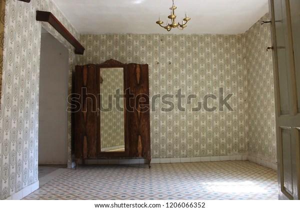 vintage room old house