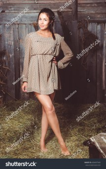 Young Girl Short Dress Standing Stock Foto 428497945