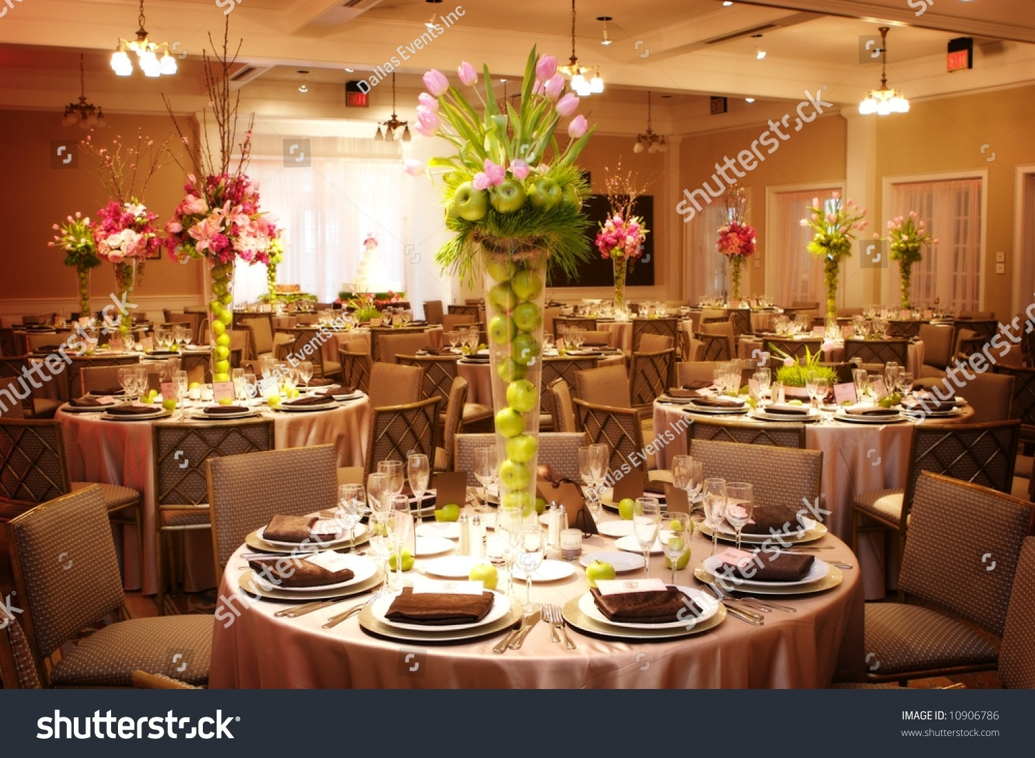 An Image Of Table Setting At A Luxury Wedding Reception Stock Photo 10906786 : Shutterstock