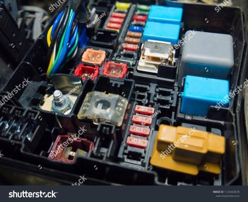 small resolution of auto fuse box