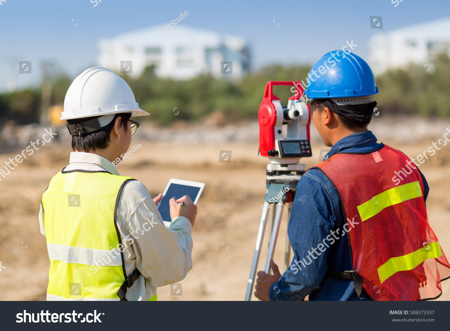 Construction Engineer Foreman Worker Checking Construction Stock Photo 588373337 - Shutterstock