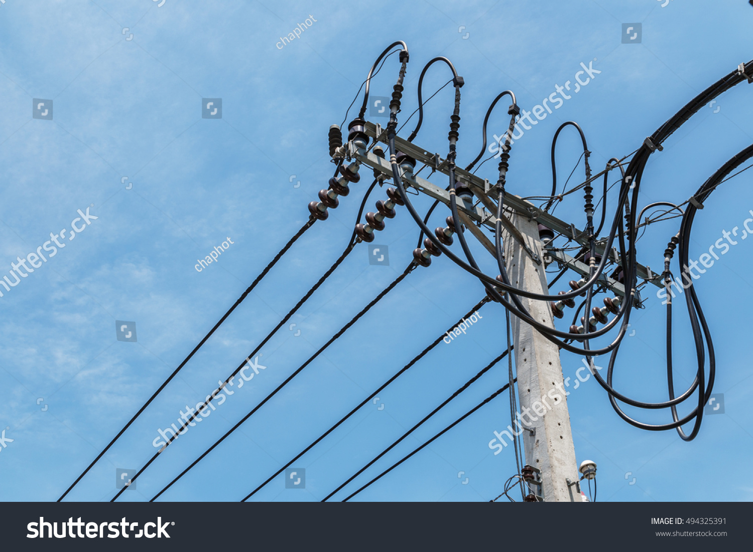 hight resolution of high voltage wires on a light pole