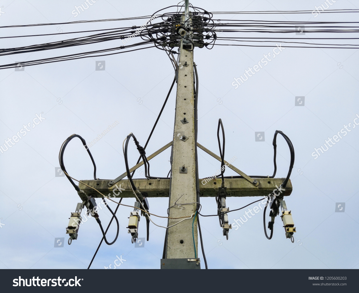 hight resolution of high voltage wiring and fuse kit to prevent short circuit when overloaded on concrete pole