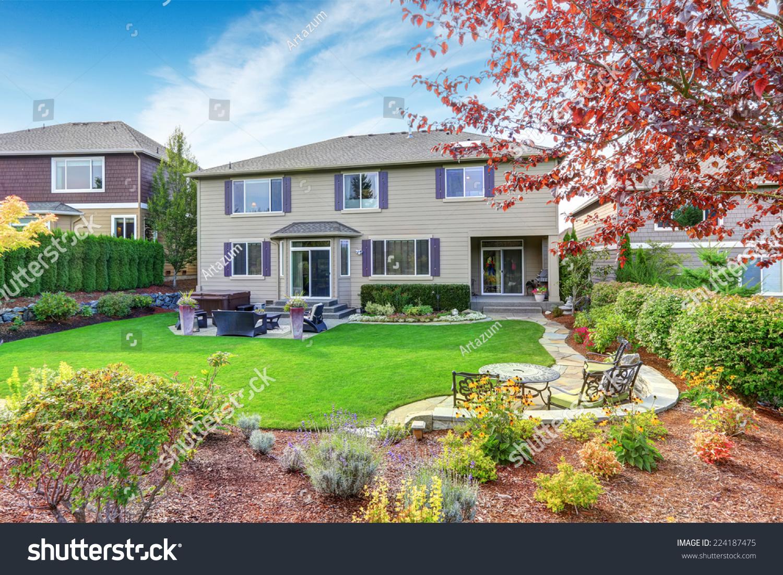Luxury House Exterior Impressive Backyard Landscape Stock Photo 224187475 - Shutterstock