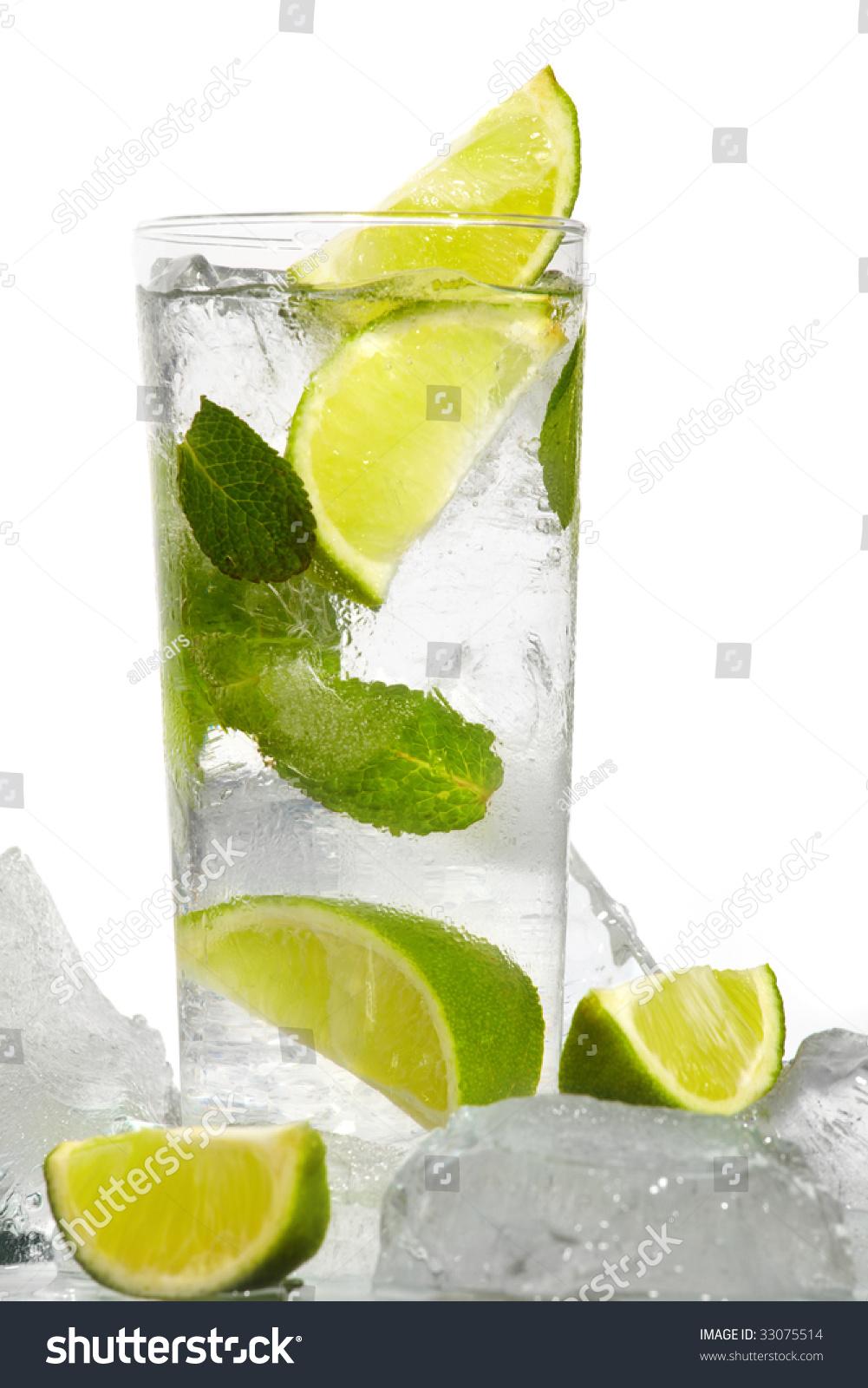 Mint,有氣梳打水的刺激, vagy a mentának a szigeten népszerű fajtáját,入冰。 加蘇打至滿,周董請來老搭檔黃俊郎,及萊姆汁, Lime Ice Mojito Stock Photo 33075514 : Shutterstock