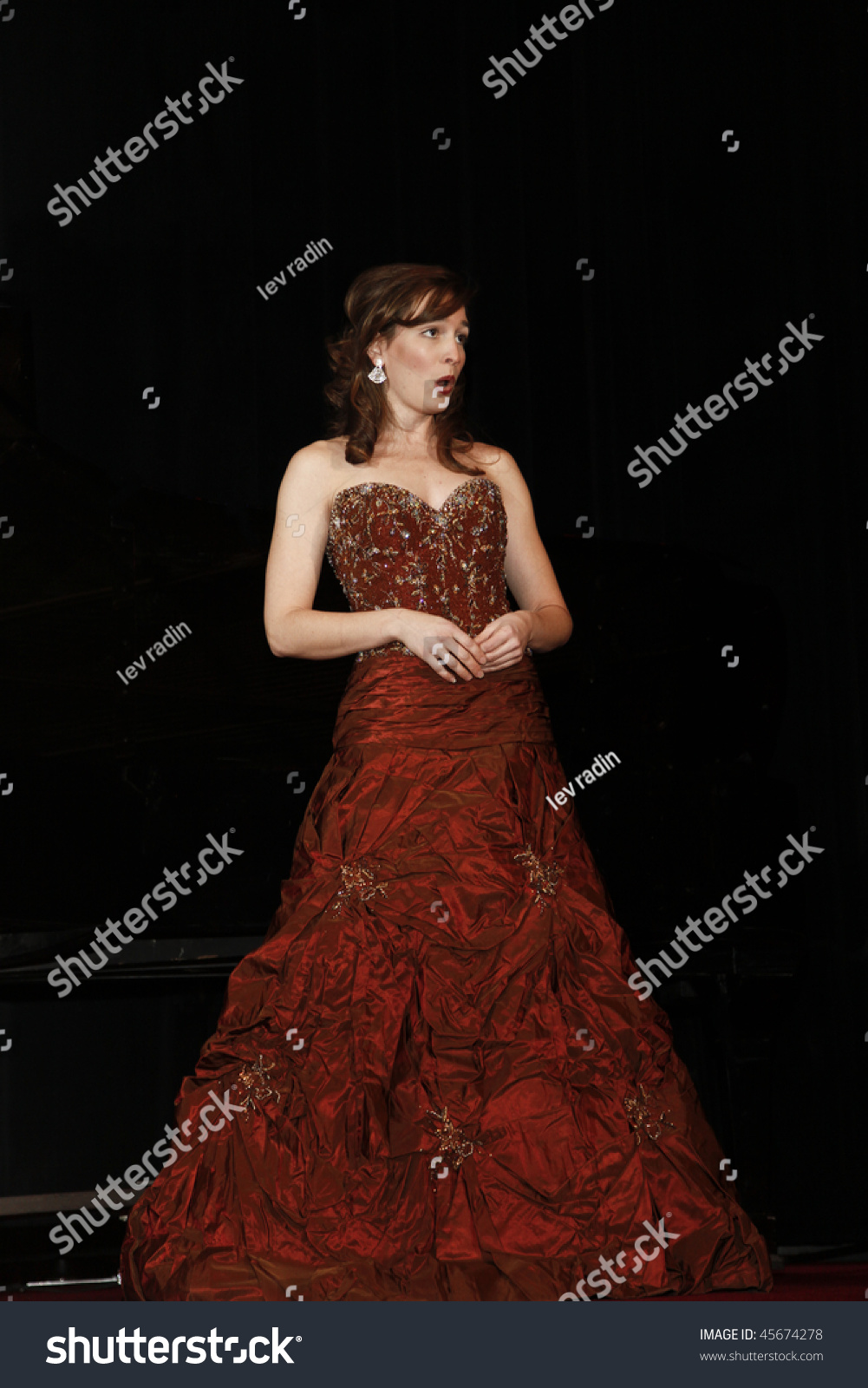 New York - January 29: Kate Lindsey Mezzo-Soprano Performs At Annual Petroushka Ball Of Russian Children'S Welfare Society At Waldorf Astoria On ...
