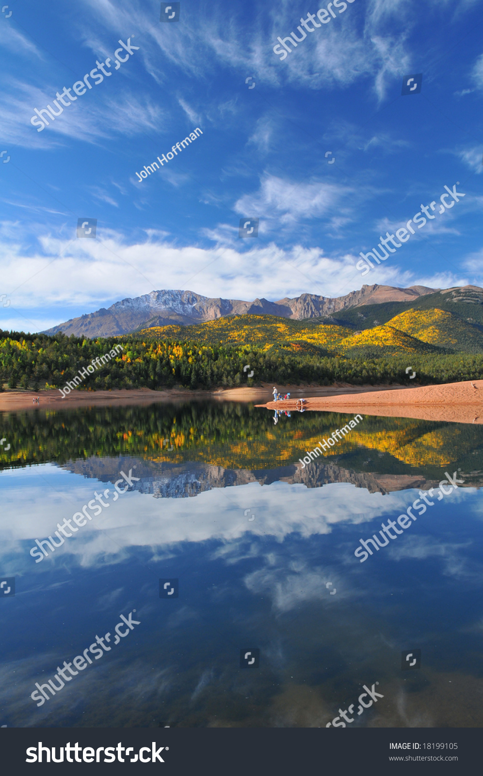 Pikes Peak At Crystal Reservoir During The Autumn Season Stock Photo 18199105 : Shutterstock