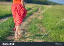Portrait Barefoot Woman Long Red Dress Foto 'archivio