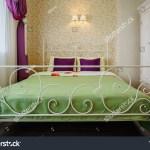 White Wrought Iron Bed Green Blanket Editar Agora Foto Stock 617246879
