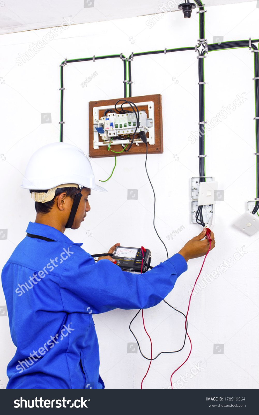 hight resolution of wire man during testing at surface wiring