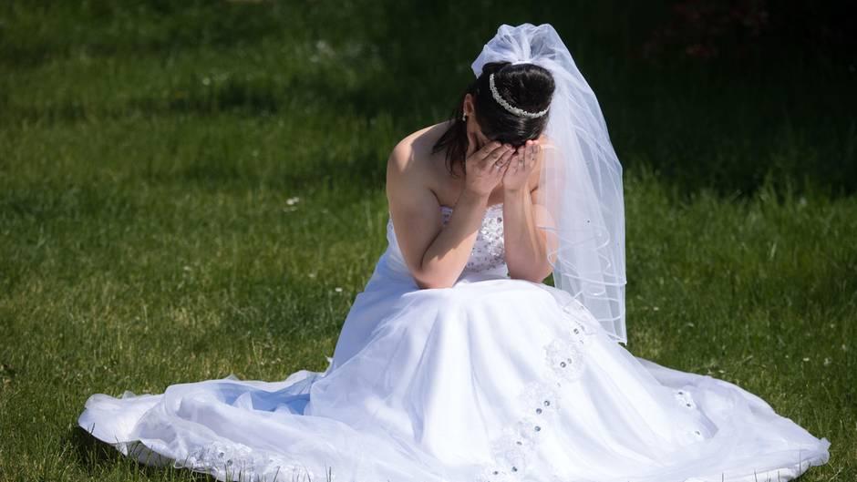 Hochzeit Brutigam mit Brautjungfer erwischt  FastBraut rcht sich  STERNde