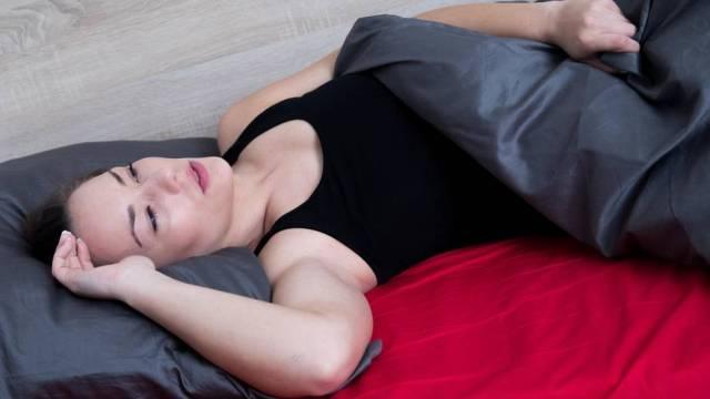 Gesundheit: Nasse Laken, unruhiger Schlaf: Wie gefährlich ist Nachtschweiß?