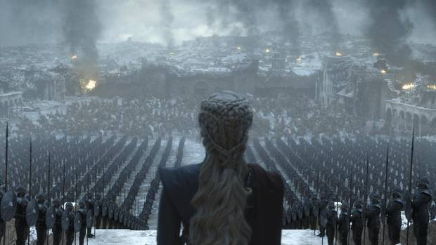 The second picture shows Daenerys in front of their troops. With the fans, it raises several questions